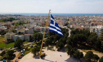 Δήμος Αλεξανδρούπολης: Μοιράζει Ελληνικές σημαίες σε όλους τους δημότες για την 25η Μαρτίου