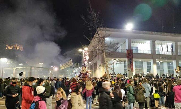 Ξάνθη: Επέμβαση της αστυνομίας και διάλυση πλήθους λόγω καρναβαλιού (vid)