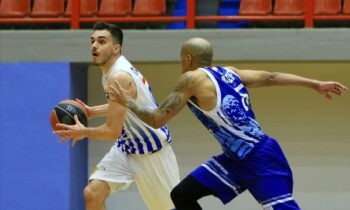 Το τρίποντο του Κωνσταντίνου Παπαδάκη 46'' πριν το τέλος ολοκλήρωσε την ανατροπή για τη Λάρισα που μετά τη νίκη της επί του Ηρακλή (80-76) εξασφάλισε την παραμονή της στην Basket League.
