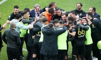 Άρης: To φινάλε του ματς στη Λεωφόρο βρήκε την ομάδα του Άκη Μάντζιου να πανηγυρίζει μια τεράστια νίκη που την έφερε «αγκαλιά» με την Ευρώπη.