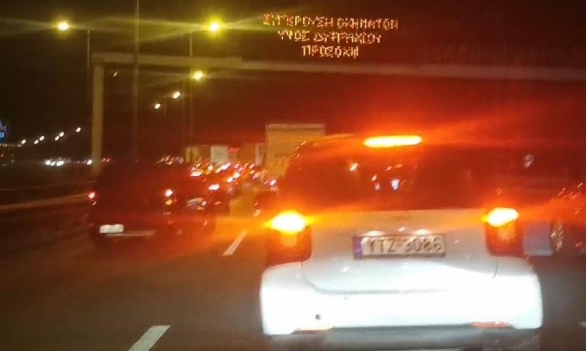 Αττική – Σύγκρουση οχημάτων! Τρελό μποτιλιάρισμα στην Αθηνών – Λαμίας! (pics)