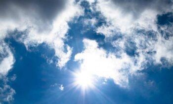 Καιρός (22/4): Ηλιοφάνεια θα επικρατήσει στο μεγαλύτερο μέρος της χώρας την Πέμπτη, ωστόσο θα έχουμε και κατά τόπους νεφώσεις.