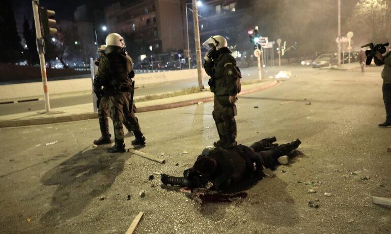 Νέα Σμύρνη - Επεισόδια: Συγκλονιστική είναι η περιγραφή του αστυνομικού που δέχθηκε άνανδρη, δολοφονική επίθεση από αναρχικούς.