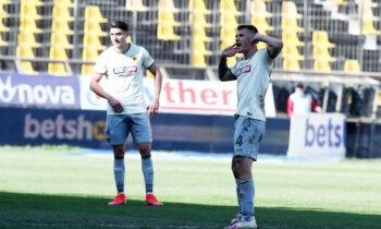 Η ΑΕΚ κέρδισε τον Αρη πολύ εύκολα στο Χαριλάου με το εμφατικό 1-3 και χάνοντας και ευκαιρίες για μεγαλύτερο σκορ.