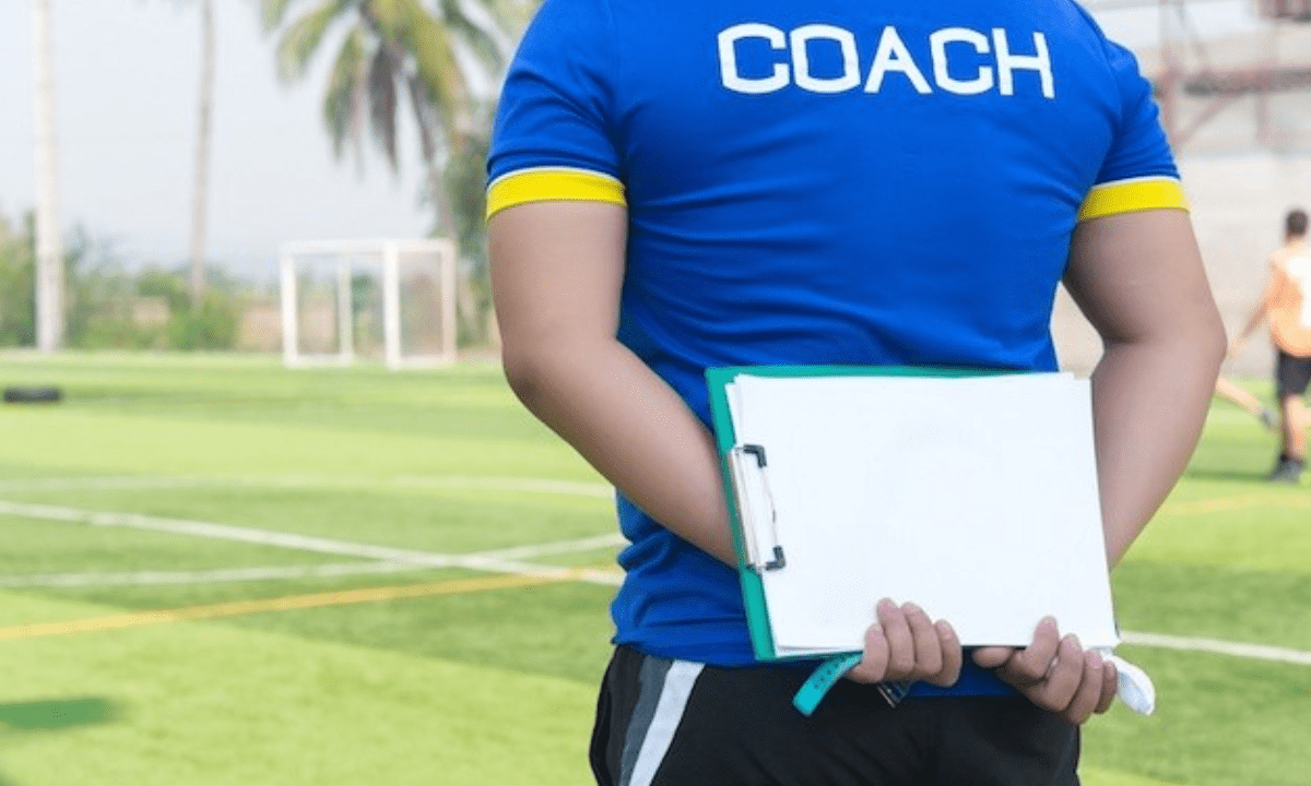 Football League: Ο κόουτς, το «παλτό» και το…. μπουφάν!