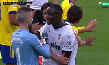 Βαλένθια vs Ρατσισμός: Ηχηρό μήνυμα από τον ισπανικό σύλλογο ύστερα από την επίθεση που δέχθηκε ο Μουκτάρ Ντιακαμπί στο ματς με την Κάντιθ.