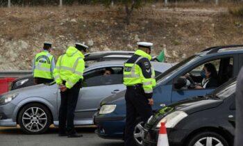 Οι έλεγχοι της Ελληνικής Αστυνομίας στους οδηγούς και τους ταξιδιώτες που επιχειρούν να περάσουν τα διόδια και βγουν εκτός Αττικής προκειμένου
