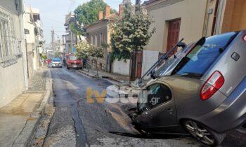 «Βούλιαξε» το κέντρο της Λαμίας, όταν έσπασε αγωγός της ΔΕΥΑΛ στην οδό Σκληβανιώτη, λίγο μετά την διασταύρωση της οδού Κοραή. Άνοιξε ο δρόμος