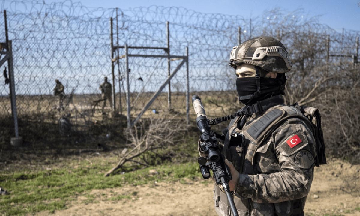Ελληνοτουρκικά – Έβρος: Κάτι ετοιμάζουν οι Τούρκοι – Πάνοπλοι και με νέο εξοπλισμό οι φρουροί τους!