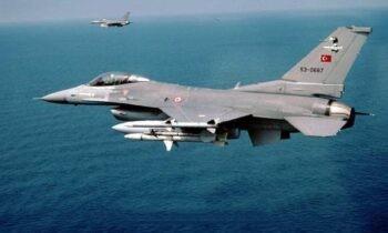 Ελληνοτουρικά: Ζεύγος τουρκικών F-16 πραγματοποίησε την Δευτέρα υπερπτήσεις πάνω από τα νησιά Παναγιά και Οινούσσες στα 15.000 πόδια.