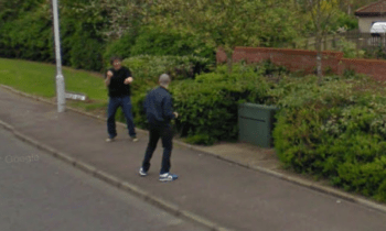 Google Maps: «Τσάκωσε» δύο άντρες να πλακώνονται στο δρόμο