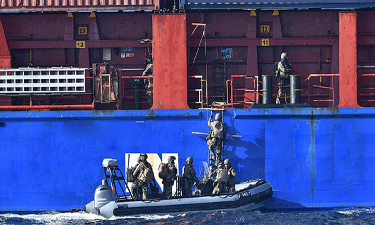 Οι Γάλλοι έκαναν… ντου σε πλοίο στο λιμάνι της Σμύρνης