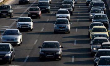 Αυτοκίνητα σε αυτοκινητόδρομο