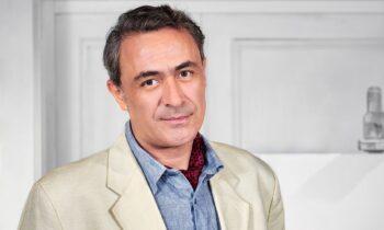 Ο Θανάσης Κουρλαμπάς μίλησε εφ' όλης της ύλης στην εκπομπή «Μεσάνυχτα» και μεταξύ άλλων αναφέρθηκε στα παιδιά του αλλά και στην καλλιτεχνική του καριέρα.