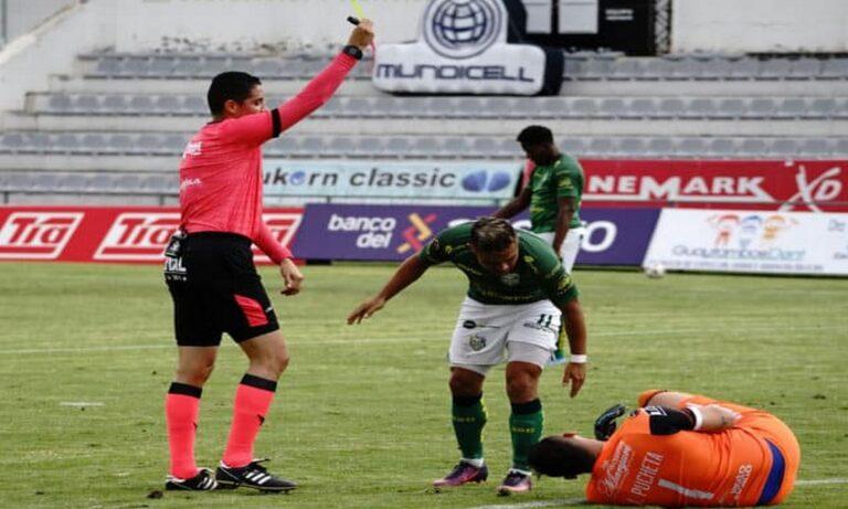 Ισημερινός: Τερματοφύλακας αποβλήθηκε επειδή ούρησε κατά τη διάρκεια του παιχνιδιού (vid)