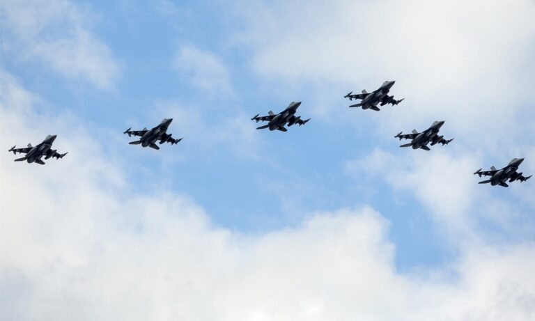 Αθήνα: Μαχητικά αεροσκάφη θα πετάξουν σήμερα πάνω από την Ακρόπολη