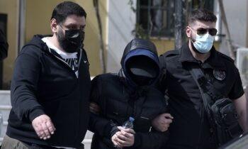 Βαριές είναι οι κατηγορίες τις οποίες αντιμετωπίζει ο Μένιος Φουρθιώτης μετά τη σύλληψή του την Τετάρτη (28/4) για σωρεία αδικημάτων.