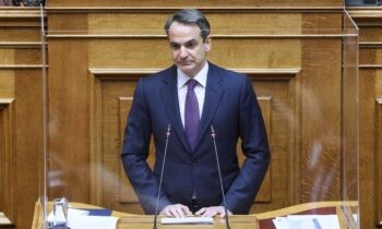 Ο Κυριάκος Μητσοτάκης προειδοποίησε τους πολίτες πως αν υπάρξουν φαινόμενα συνωστισμού το Σαββατοκύριακο, θα επανέλθουν οι περιορισμοί στις μετακινήσεις.