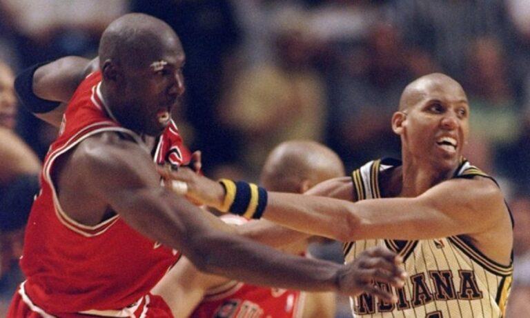 Πίσω στη «χρυσή εποχή» του NBA, εκεί όπου το trash talking μεταξύ των σταρ του σπορ ήταν καθημερινό φαινόμενο. Λάτρης του Ρέτζι Μίλερ!