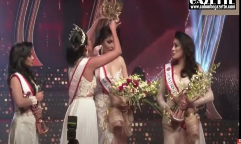Πήγε να… ξεκολλήσει το κεφάλι νικήτριας σε διαγωνισμό ομορφιάς άλλη νικήτρια