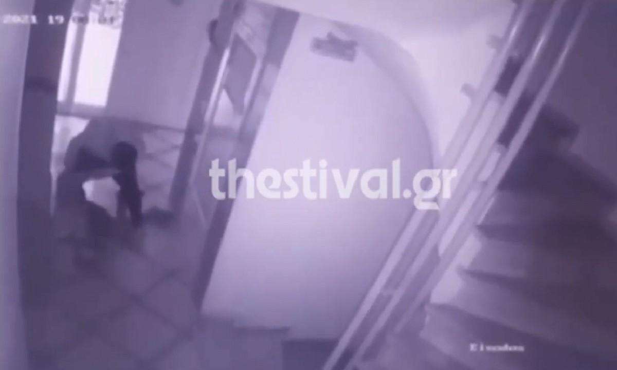 Θεσσαλονίκη: Ληστές χτύπησαν ηλικιωμένη μπροστά στο γιο της (vid)