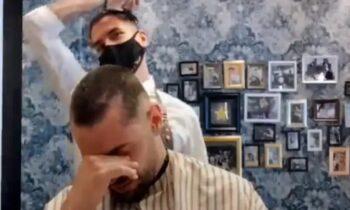 VIRAL: Κουρέας από την Ισπανία ξυρίζει το κεφάλι του εις ένδειξη αλληλεγγύης σε συνάδελφό του που έχει διαγνωσθεί με καρκίνο.