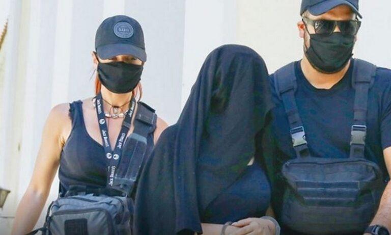 Επίθεση με βιτριόλι: Καταπέλτης ο εισαγγελέας για την 36χρονη – «Σοβαρή απειλή για την έννομη τάξη»