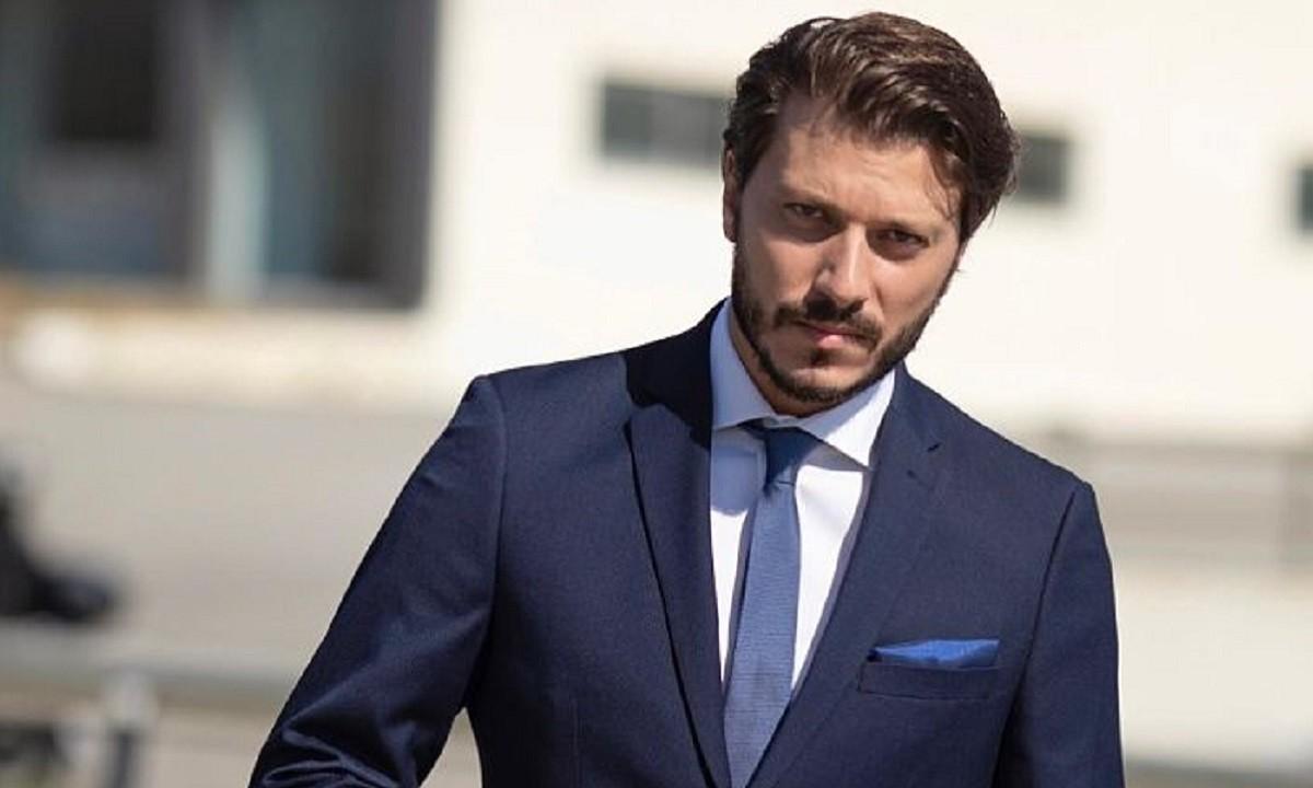 Σύμφωνα με όσα αναφέρθηκαν σε εκπομπή, φαβορί για νέος Έλληνας στο «The Bachelor» είναι ο Χάρης Συντζάκης, μοντέλο και ηθοποιός.