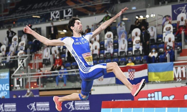 Ο Μίλτος Τεντόγλου ήταν αναμφισβήτητα το πρόσωπο του φετινού Διεθνούς Μίτινγκ Αλμάτων στην Καλλιθέα, με τη νίκη του στο μήκος με 8,60μ.
