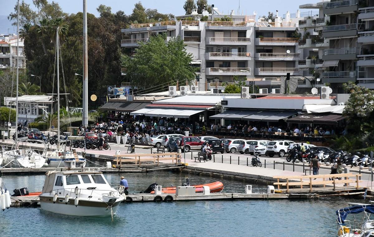 Εστίαση: Μαζικά βγήκε ο κόσμος στις μεγάλες πόλεις της Ελλάδας προκειμένου να απολαύσει τον καφέ ή το φαγητό του σε κάποιο κατάστημα.