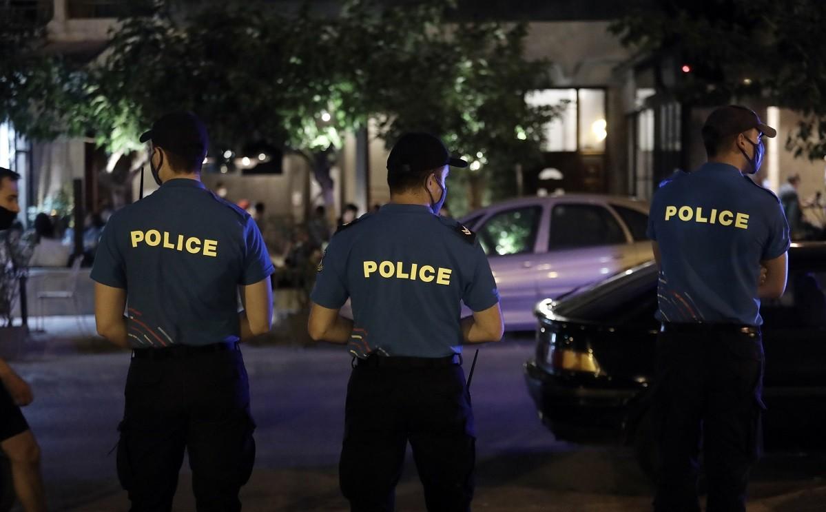 Σε μια προσπάθεια να μην έχουμε καταστάσεις παρόμοιες με άλλες περιοχές όπου υπήρχε συγχρωτισμός σε κεντρικές πλατείες στην Αγία Παρασκευή η αστυνομία πήρε μέτρα.