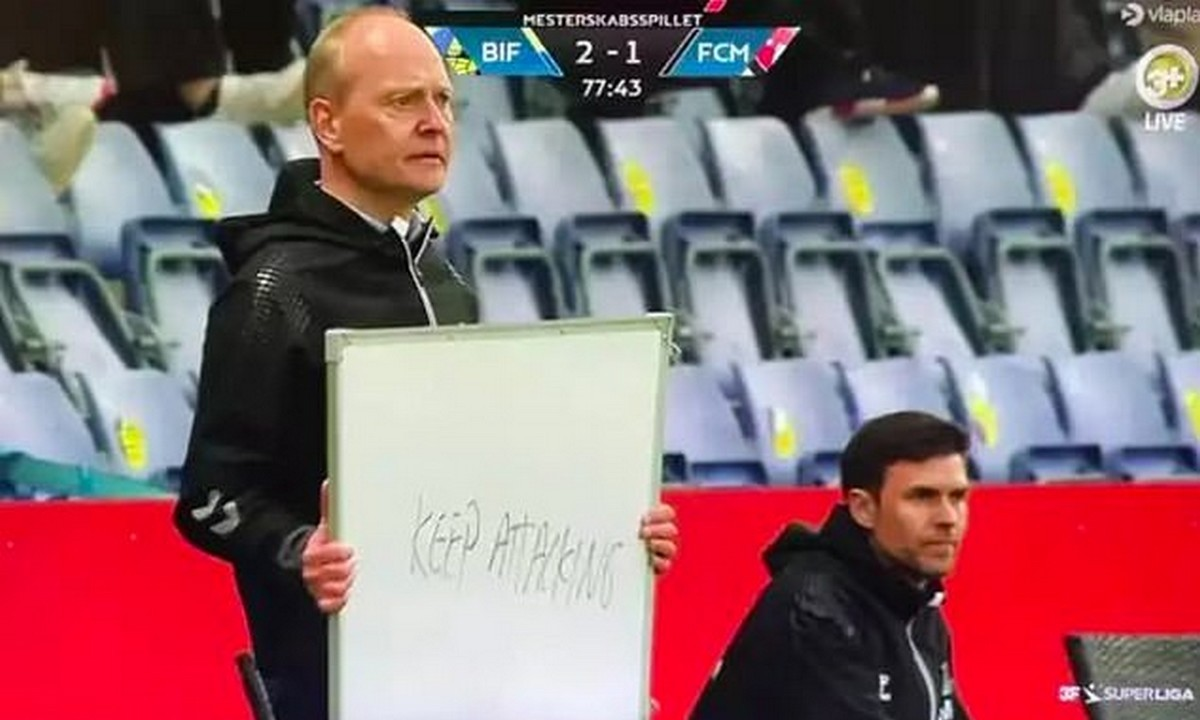 Viral: Ο προπονητής της Μπρόντμπι έγραψε τις οδηγίες του προς τους παίκτες σε πίνακα (vid)