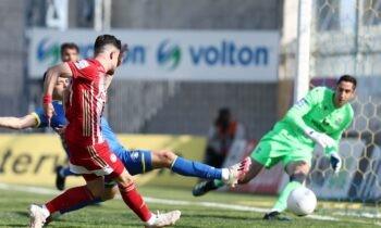 Αστέρας Τρίπολης-Ολυμπιακός: Ο Θανάσης Ανδρούτσος είχε την πρώτη καλή στιγμή του αγώνα με δοκάρι σε μια φάση όπου θα μπορούσε να βρει δίχτυα.