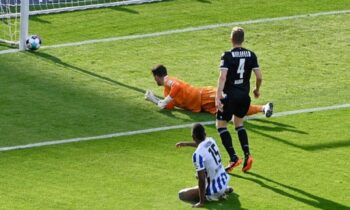 Έδαφος στη μάχη για μια θέση στο Champions League έχασε η Άιντραχτ, καθώς έμεινε στο 1-1 στην Φρανκφούρτη me την Μάιντς για την 32η αγωνιστική της Bundesliga.