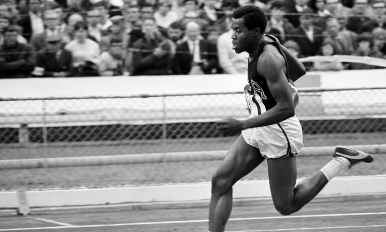 Μια μεγάλη μορφή του αθλητισμού, ο ολυμπιονίκης Λι Έβανς, κορυφαίος ακτιβιστής για τα ανθρώπινα δικαιώματα, «έφυγε» από τη ζωή σε ηλικία 74 ετών