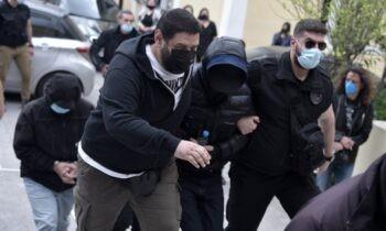 Πάσχα στη φυλακή έκανε οΜένιος Φουρθιώτης, αφού νωρίς το πρωί οδηγήθηκε στονΚορυδαλλόόπου θα κρατηθεί μέχρι να γίνει η δίκη του.