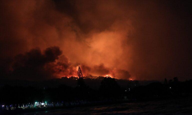 Η Φωτιά στην Κορινθία συνεχίζεται με τους καπνούς να είναι έντονοι και στην Αττική, δείτε τρόπους να προστατευτείτε από αυτούς.