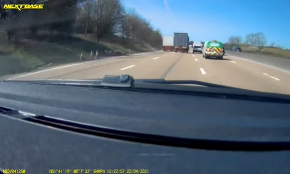 Μεγάλη Βρετανία: Η τρομακτική στιγμή που κοντέινερ… ταξιδεύει σε μεγάλο αυτοκινητόδρομο (vid)