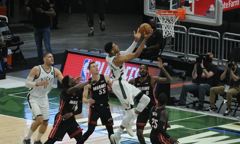 Στο NBA, οι Μιλγουόκι Μπακς ξεκίνησαν πολύ δυνατά κόντρα στους Μαϊάμι Χιτ, με τον Μπάρκλεϊ να προβλέπει «σκούπα».
