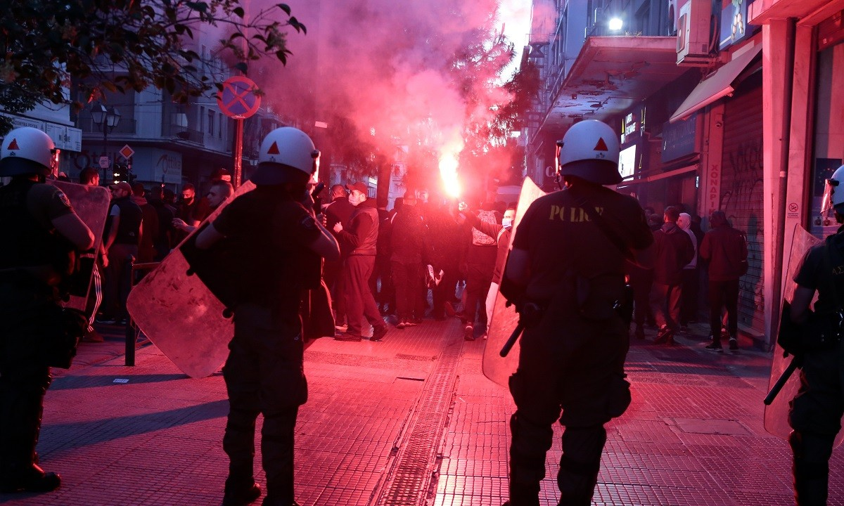 ΠΑΟΚ: Η πορεία των οπαδών του μέσα στην Αθήνα (vids)