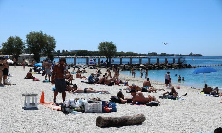 Γέμισαν οι παραλίες σε Αθήνα και Θεσσαλονίκη (vids)