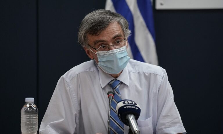 Τσιόδρας: «Ήρθε για να μείνει ο κορονοϊός, εμβολιασμός μία φορά τον χρόνο»