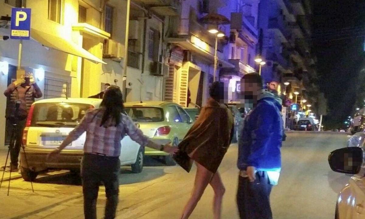 Θεσσαλονίκη: Τα… πέταξε όλα και βγήκε στο κέντρο της πόλης