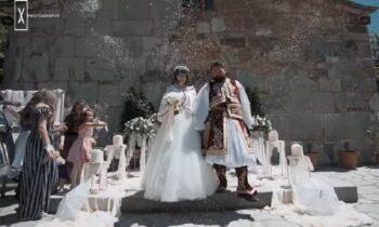 Με τον πιο όμορφο και πατριωτικό τρόπο τίμησε τα 200 χρόνια από την ένδοξη Ελληνική Επανάσταση ένα ζευγάρι από τα Τρίκαλα.