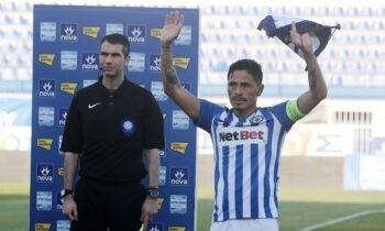 Σε φορτισμένο συγκινησιακά κλίμα, παρά την απουσία φιλάθλων, ο Χαβιέ Ούμπιδες αποχαιρέτησε τον το ελληνικό πρωτάθλημα, καθώς αποφάσισε να σταματήσει το ποδόσφαιρο σε ηλικία 39 ετών και τριών μηνών.