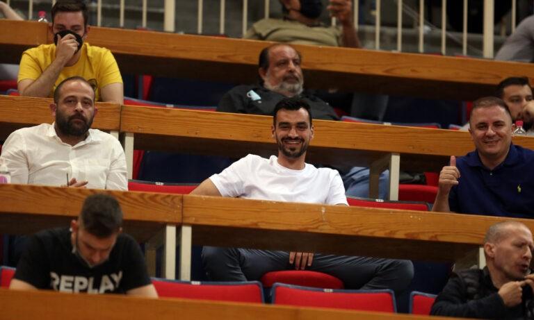 Ο Τσιντώτας με τον Σβάρνα στο ΟΑΚΑ πανηγύρισαν τη μεγάλη νίκη της μπασκετικής ΑΕΚ!
