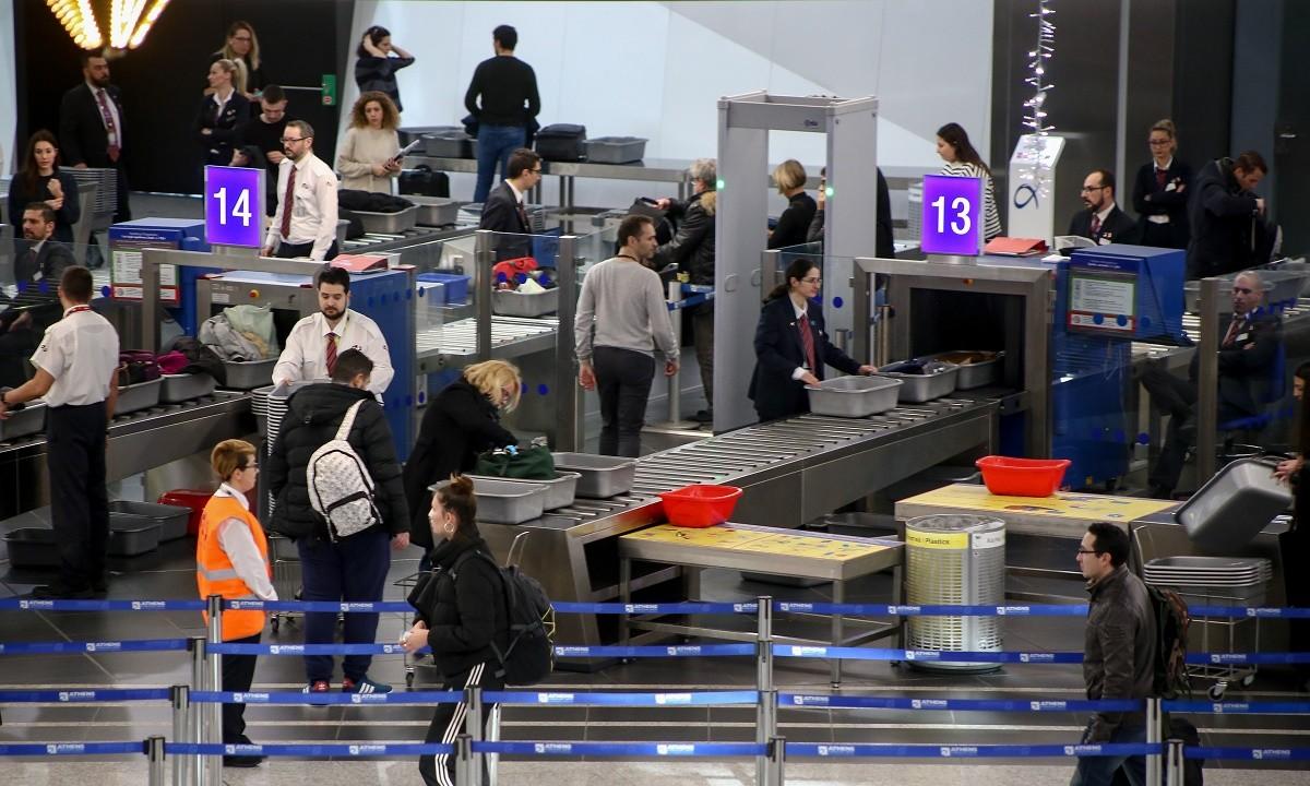 Αεροπορικές πιέζουν Μπάιντεν-Τζόνσον: «Όσο πιο σύντομα να επιτραπούν τα ταξίδια»