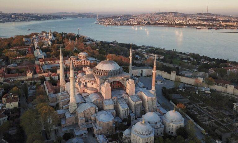 Ελληνοτουρκικά: Προκλητική η Τουρκία στην Αγιά Σοφία- «Δεν υπάρχει άλλος θεός, εκτός από τον Αλλάχ»