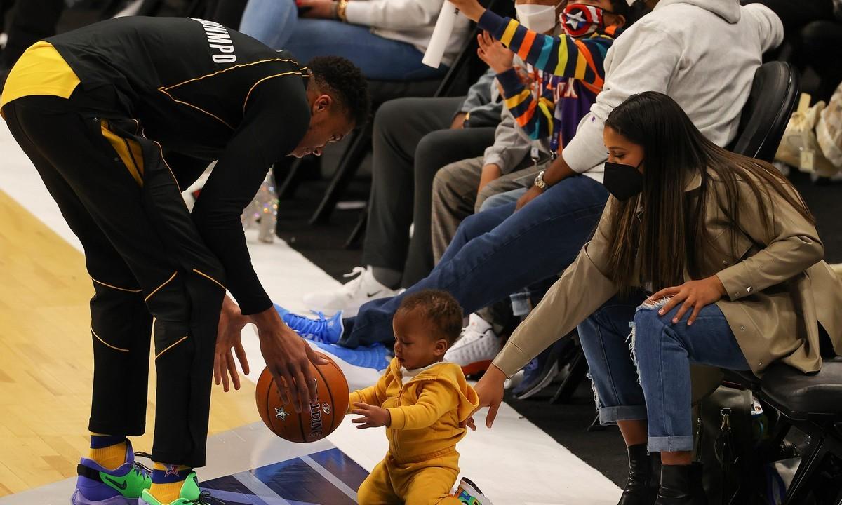 Αντετοκούνμπο: Ο Γιάννης και η Μαράια περιμένουν δεύτερο παιδί! (pic)