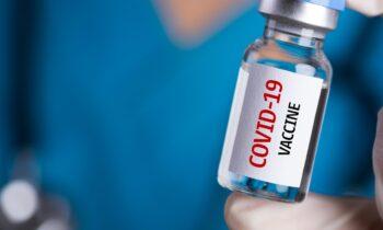 Η κυβέρνηση ξεκίνησε να μοιράζει προνόμια στους εμβολιασμένους. Η κοινωνία με πολίτες δύο ταχυτήτων είναι γεγονός!